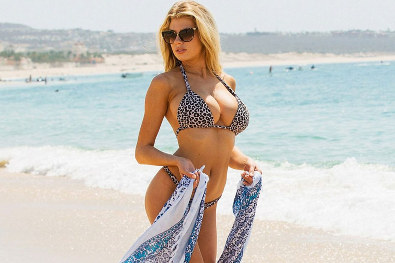 charlotte-mckinney-los-cabos2-1320x880